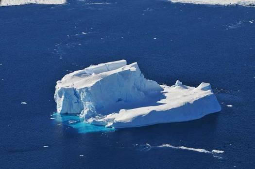 iceberg-west-antarctic-sea-ice-amundsen-nasa-photo